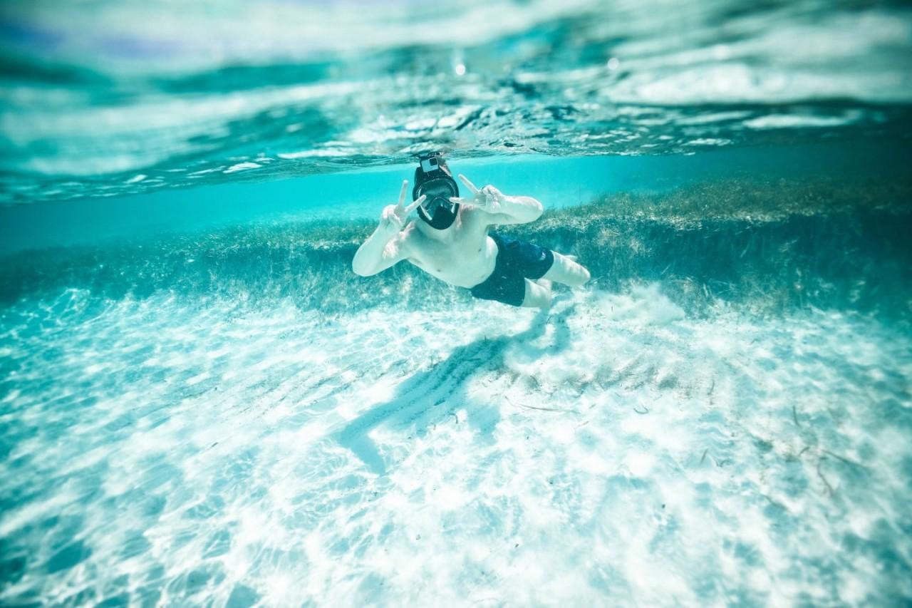 snorkel-caribbean-ocean-belize